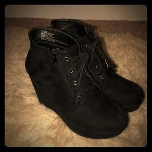 Lace-up wedge booties!